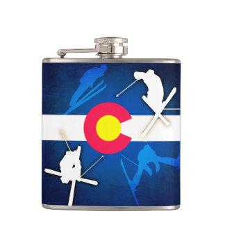 コロラド州の旗のグランジなスキーヤーのフラスコ フラスク