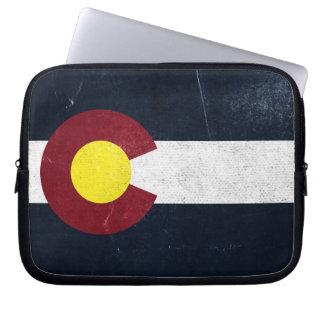 コロラド州の暗くグランジな旗 ラップトップスリーブ