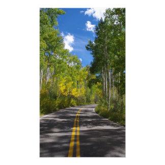 コロラド州の秋の道のプリント フォトプリント