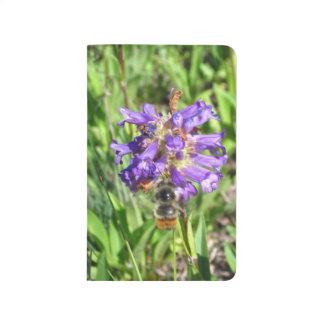 コロラド州の野生の花の《昆虫》マルハナバチ ポケットジャーナル