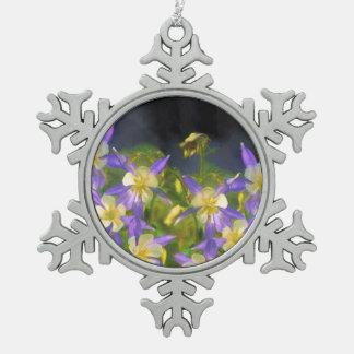 コロラド州の青オダマキ(植物) スノーフレークピューターオーナメント