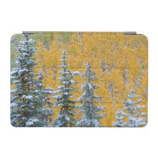 コロラド州、壮大なメサ。 森林の早い降雪 iPad MINIカバー