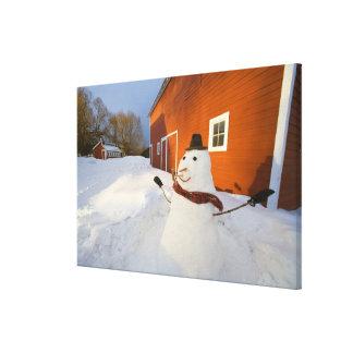 コロンビアの滝の赤い納屋の前の雪だるま キャンバスプリント