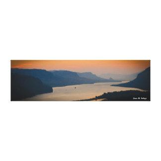 コロンビア川の峡谷の8.63 x 29.85日の出 キャンバスプリント