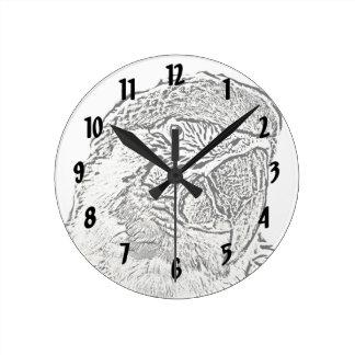 コンゴウインコのヘッド眺めの写実的な輪郭のオウム ラウンド壁時計