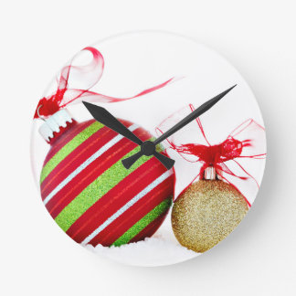 コンテンポラリーなクリスマスオーナメントの球 ラウンド壁時計
