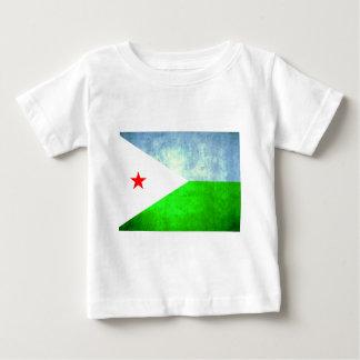 コントラストのジブチのカラフルな旗 ベビーTシャツ