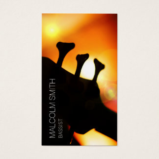 コントラバス奏者の低音のヘッドストックライト火炎信号のミュージシャン 名刺