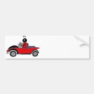 コンバーチブルを運転しているおもしろいなてんとう虫 バンパーステッカー