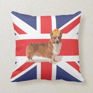 コーギーおよび王冠の枕が付いている英国国旗の旗 クッション
