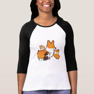 コーギーのお母さんおよび子犬のワイシャツ Tシャツ