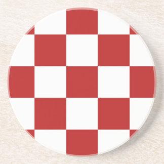 コースターの~のレトロの台所はっきりしたで赤い及び白のチェッカー コースター