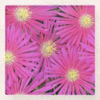 コースター多くの明るいピンクの黄色によって集中させる花 ガラスコースター