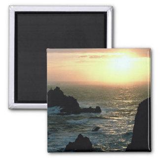 コーニッシュのリビエラの土地の端に日没 マグネット