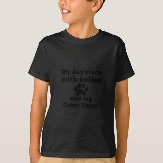 コーヒーおよびグレートデーン Tシャツ