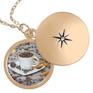 コーヒーおよびスパイス ゴールドプレートネックレス