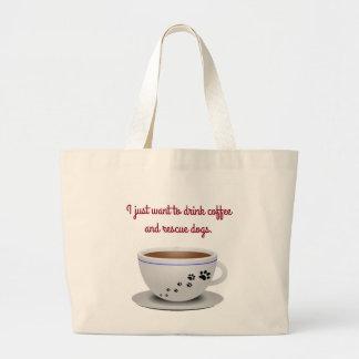 コーヒーおよび犬のトート ラージトートバッグ