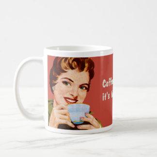 コーヒーはそれが飲まれる時間になるまで私を忙しい保ちます コーヒーマグカップ