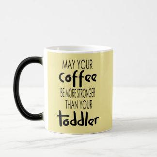 コーヒーは幼児のコーヒー・マグより強いです モーフィングマグカップ