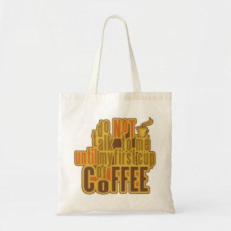 コーヒーは最初に袋に入れます-スタイル、色を選んで下さい トートバッグ