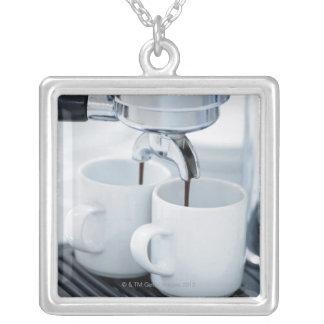 コーヒーを作るエスプレッソ・マシン シルバープレートネックレス