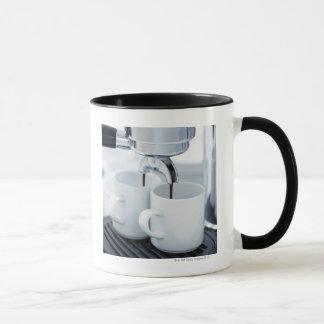 コーヒーを作るエスプレッソ・マシン マグカップ