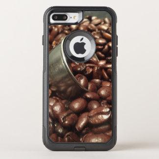 コーヒー豆および銀製のスコップの写真 オッターボックスコミューターiPhone 8 PLUS/7 PLUSケース