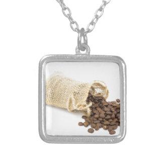 コーヒー豆が付いている少し袋用の布 シルバープレートネックレス