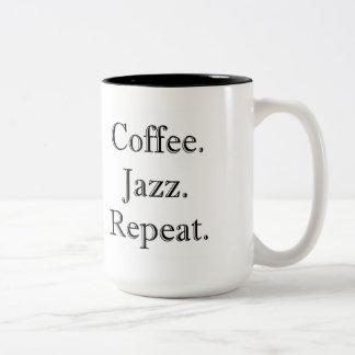 コーヒー。 ジャズ。 繰り返し。 (15ozマグ) ツートーンマグカップ