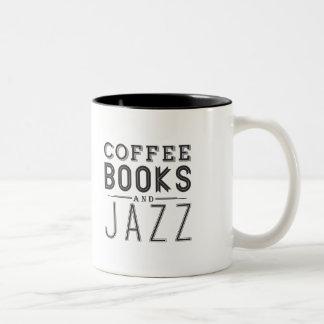 コーヒー、本およびジャズ ツートーンマグカップ