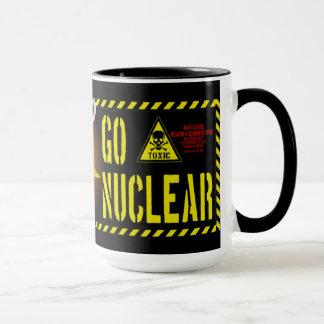 ゴキブリのスタイルは核武装します マグカップ