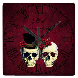 ゴシックのスカルの結婚したなカップルのカスタムな結婚式 スクエア壁時計