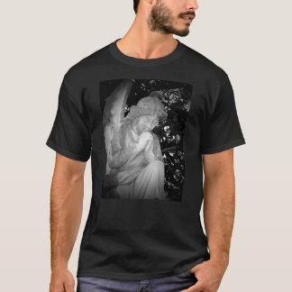 """ゴシック様式天使の""""祈りの言葉""""のTシャツ Tシャツ"""