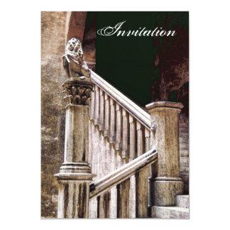 ゴシック様式宴会の招待状の神秘的で暗い階段 カード