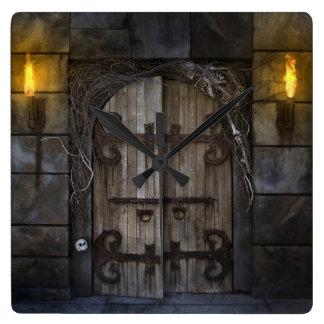 ゴシック様式気味悪いドアの柱時計 スクエア壁時計