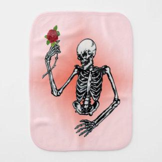 ゴシック様式骨組独身ので赤いバラ バープクロス