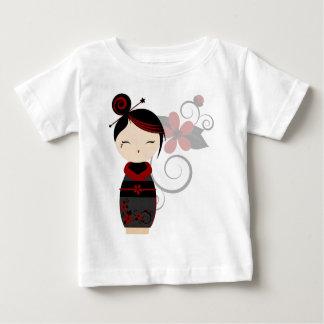 ゴシック様式Kokeshiのベビーのティー ベビーTシャツ