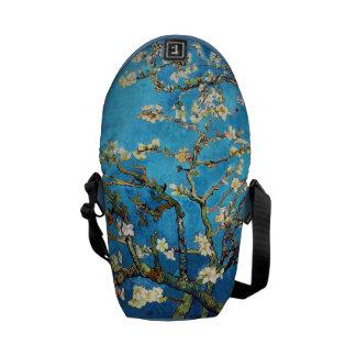 ゴッホの活気付くアーモンド木のファインアート メッセンジャーバッグ