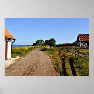 ゴトランドの島のスウェーデンの砂利道のバルト海 ポスター