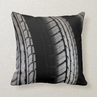 ゴム製タイヤのクローズアップの列 クッション
