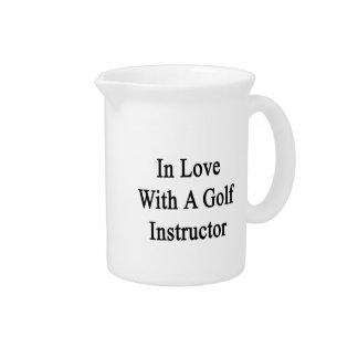 ゴルフインストラクターを含む愛 ピッチャー