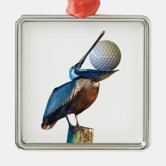ゴルフ・ボールを持つブラウンのペリカン メタルオーナメント