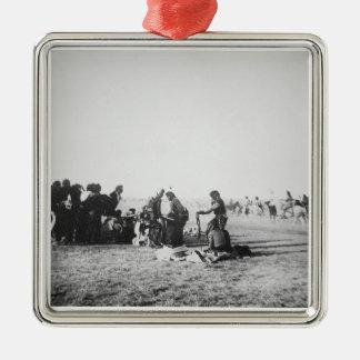 ゴーストダンス、サウスダコタ1890年(b/wの写真) メタルオーナメント