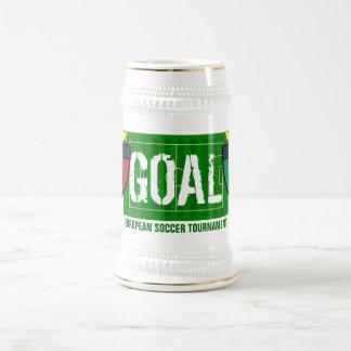 ゴールのイタリアイタリアのヨーロッパのサッカーのトーナメントビール ビールジョッキ