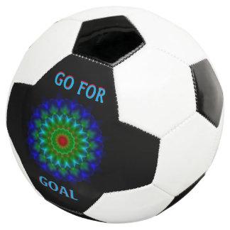 ゴールのサッカーボールのために行って下さい サッカーボール