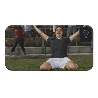 ゴールを祝っているドイツのメスのサッカーの選手 Case-Mate iPhone 4 ケース