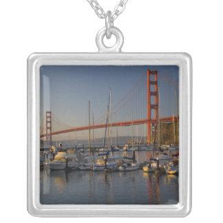 ゴールデンゲートブリッジおよびサンフランシスコ4 シルバープレートネックレス