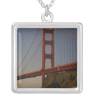 ゴールデンゲートブリッジおよびサンフランシスコ シルバープレートネックレス