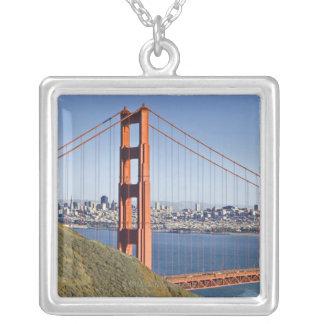 ゴールデンゲートブリッジおよびサンフランシスコ。 シルバープレートネックレス