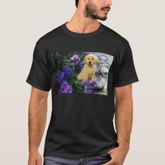ゴールデン・リトリーバーのアジサイのTシャツ Tシャツ